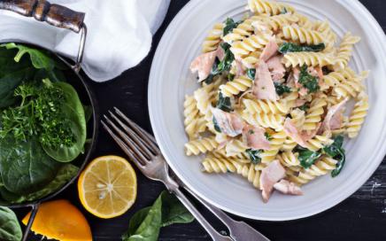 Hauptspeisen Rezepte: Pasta mit Lachs und Spinat