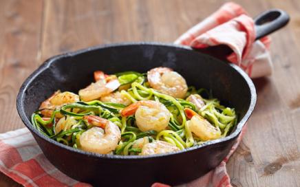 Low Carb Rezepte: Zucchini Shrimps Spaghetti