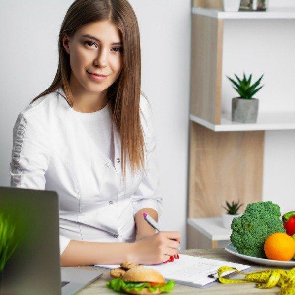 Ernährungs-App zur Online Ernährungsberatung mit der Software von Natty Gains - Ernährungspläne zum Abnehmen, Muskelaufbau, Clean Eating, Performance steigern